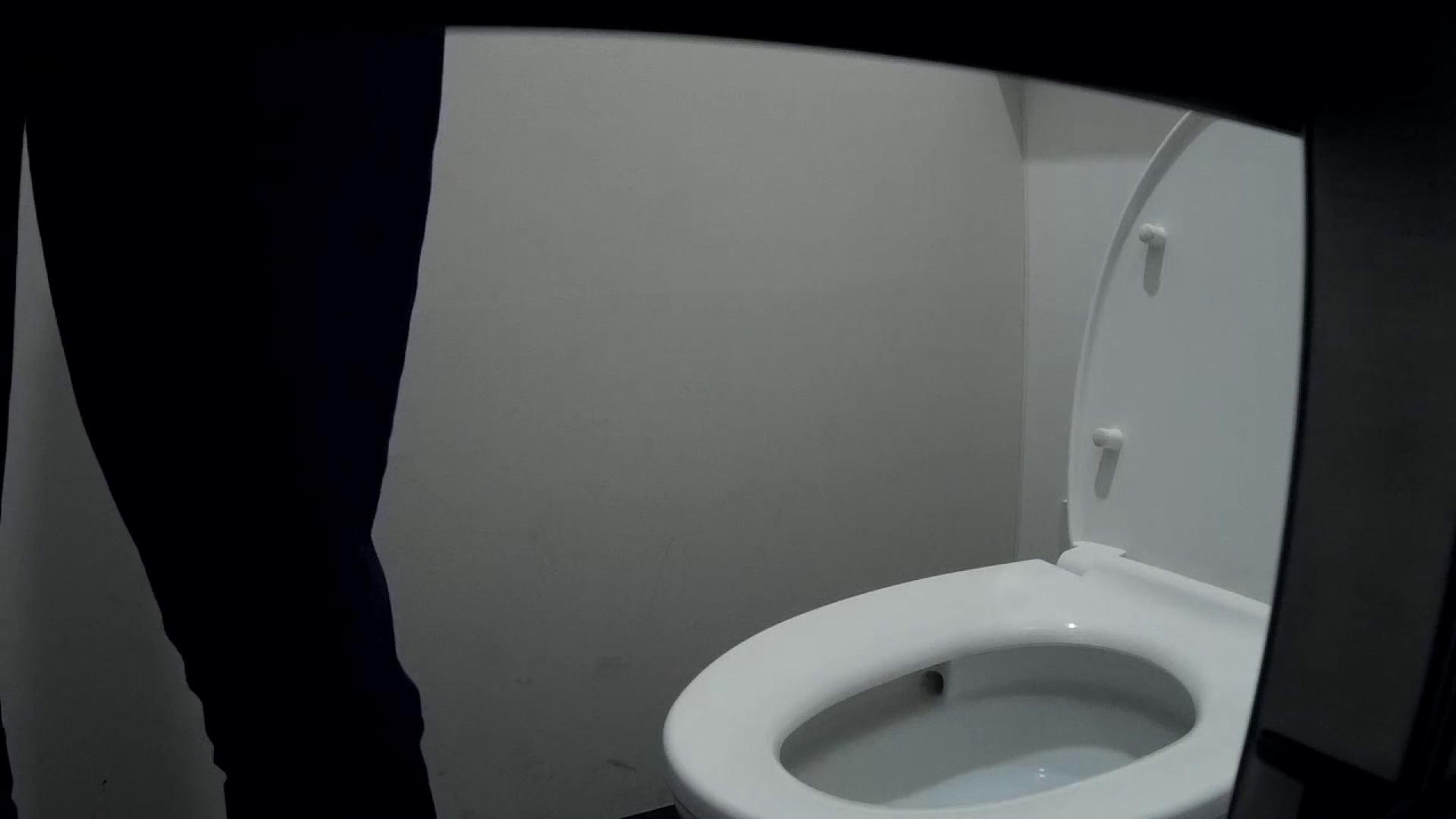 有名大学女性洗面所 vol.50 個室には3つの「目」があるみたいです。 潜入   投稿  53PIX 25