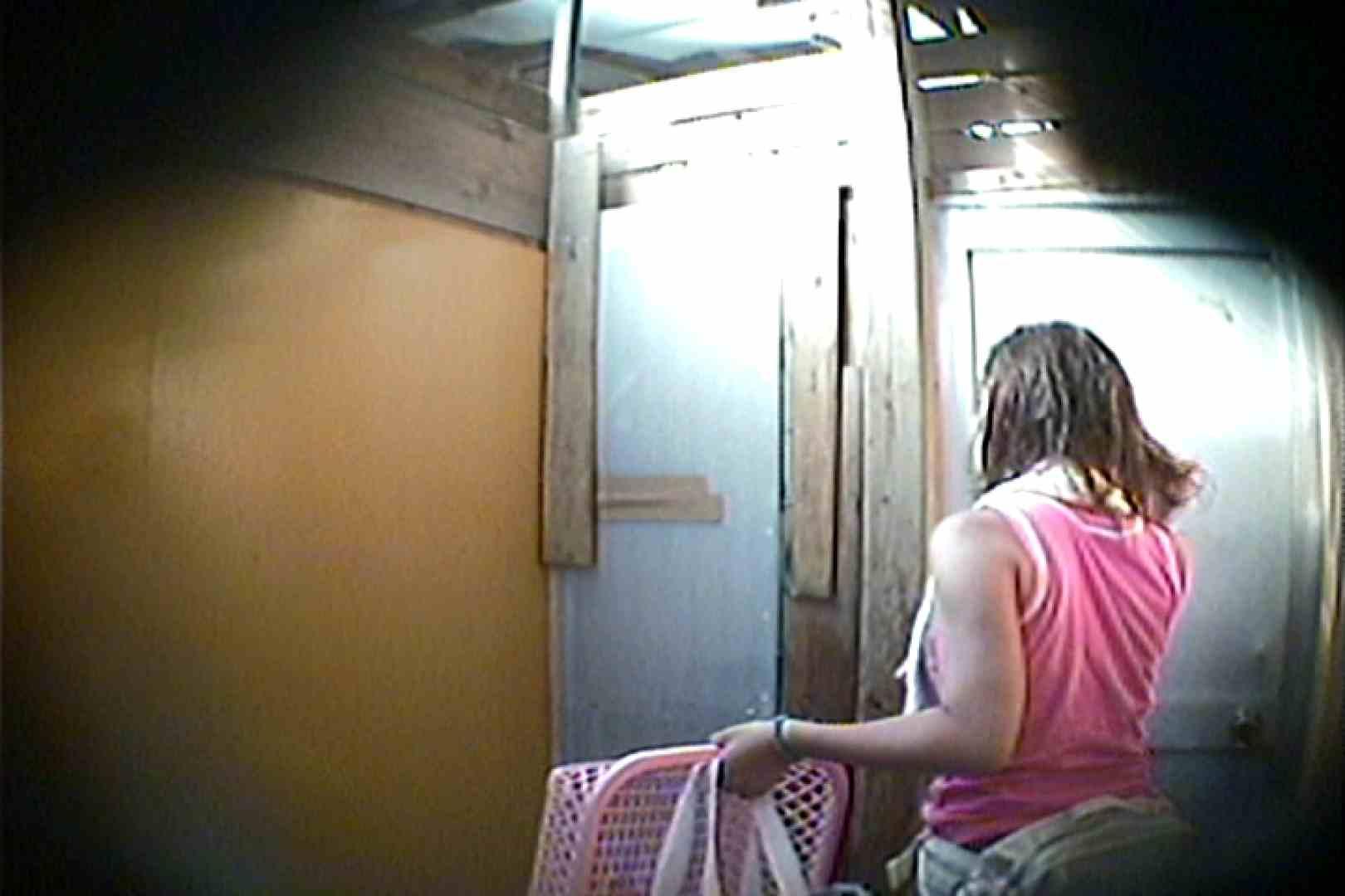 海の家の更衣室 Vol.15 シャワー | OLのボディ  75PIX 16