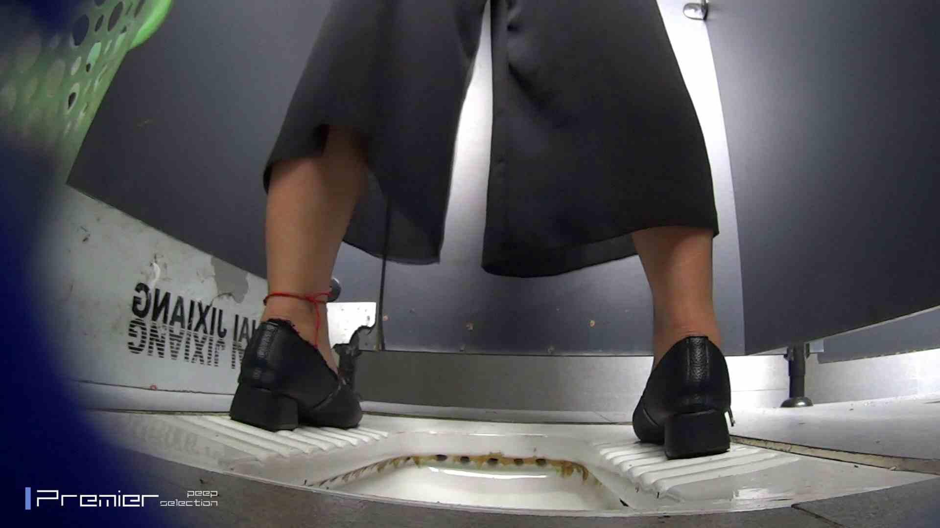 夏全開!ハーフパンツのギャル達 大学休憩時間の洗面所事情44 パンツの中は。。 | ギャル盗撮映像  70PIX 7
