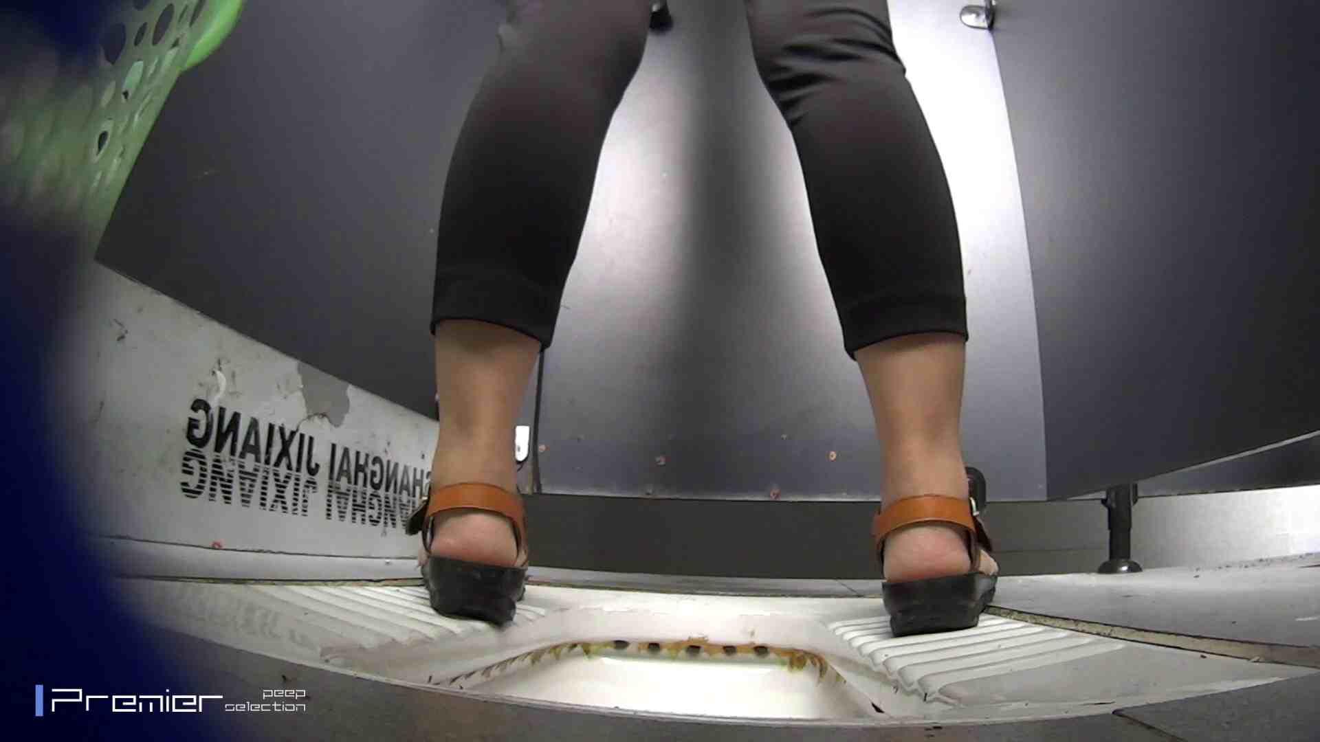 夏全開!ハーフパンツのギャル達 大学休憩時間の洗面所事情44 パンツの中は。。 | ギャル盗撮映像  70PIX 31