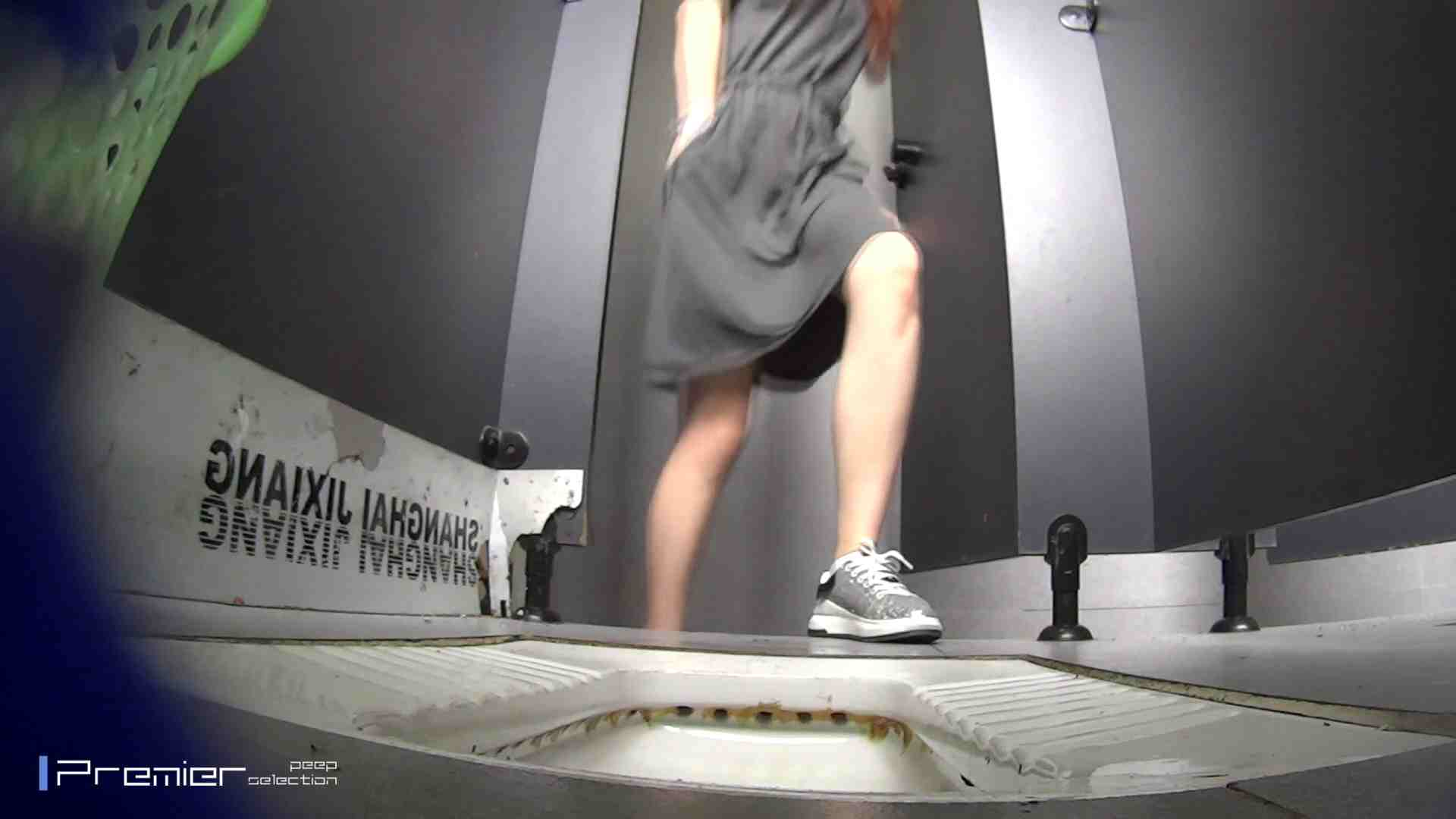 夏全開!ハーフパンツのギャル達 大学休憩時間の洗面所事情44 盗撮 のぞき動画画像 70PIX 34
