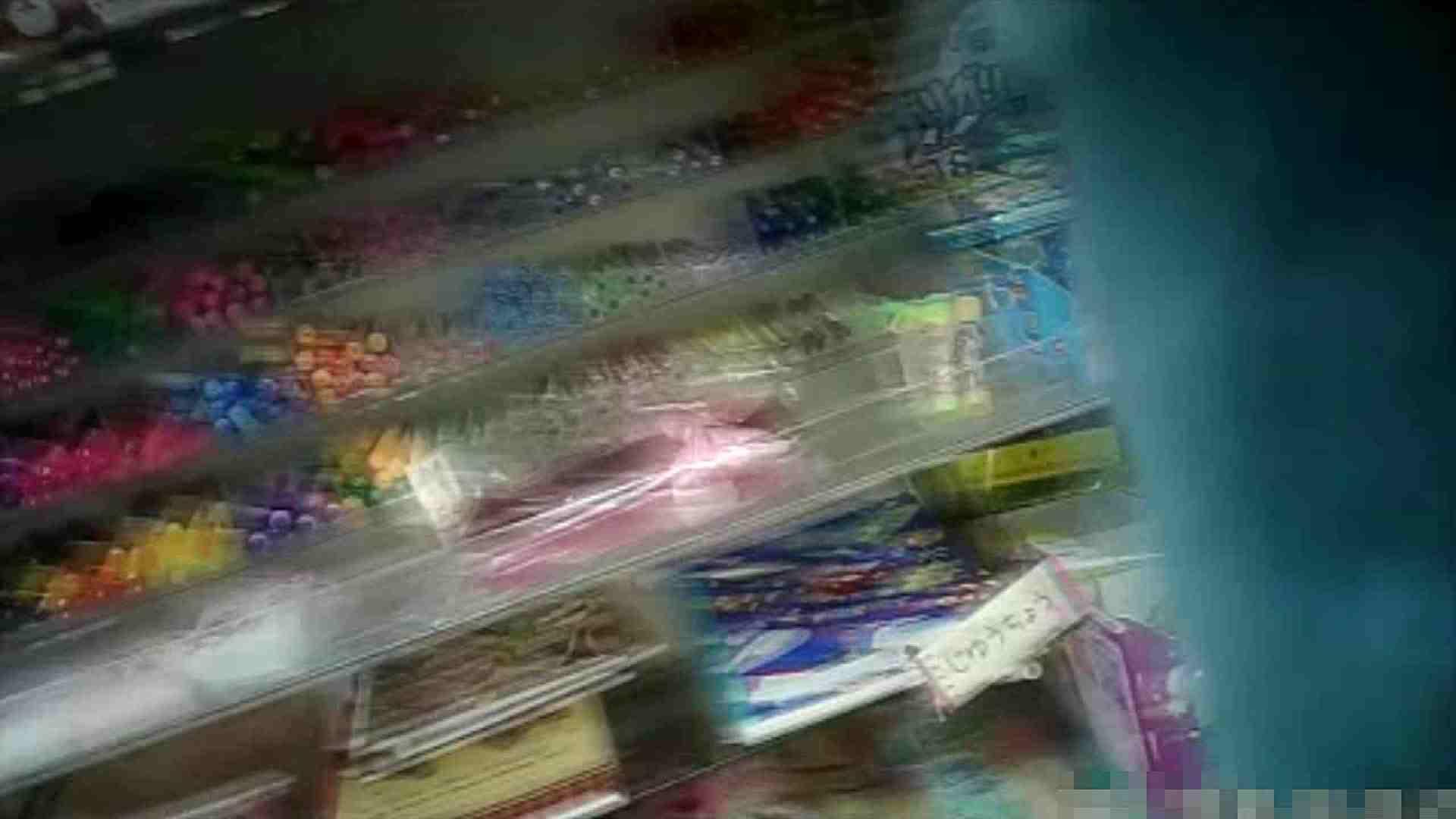 NO.5 意外に豊満な胸の雑貨屋で物色中のお女市さん 胸チラ  66PIX 16