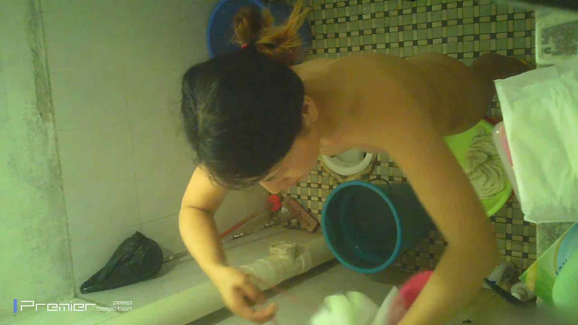 美女の痴態に密着!洗面所で入浴! 潜入 | パンチラ  90PIX 29