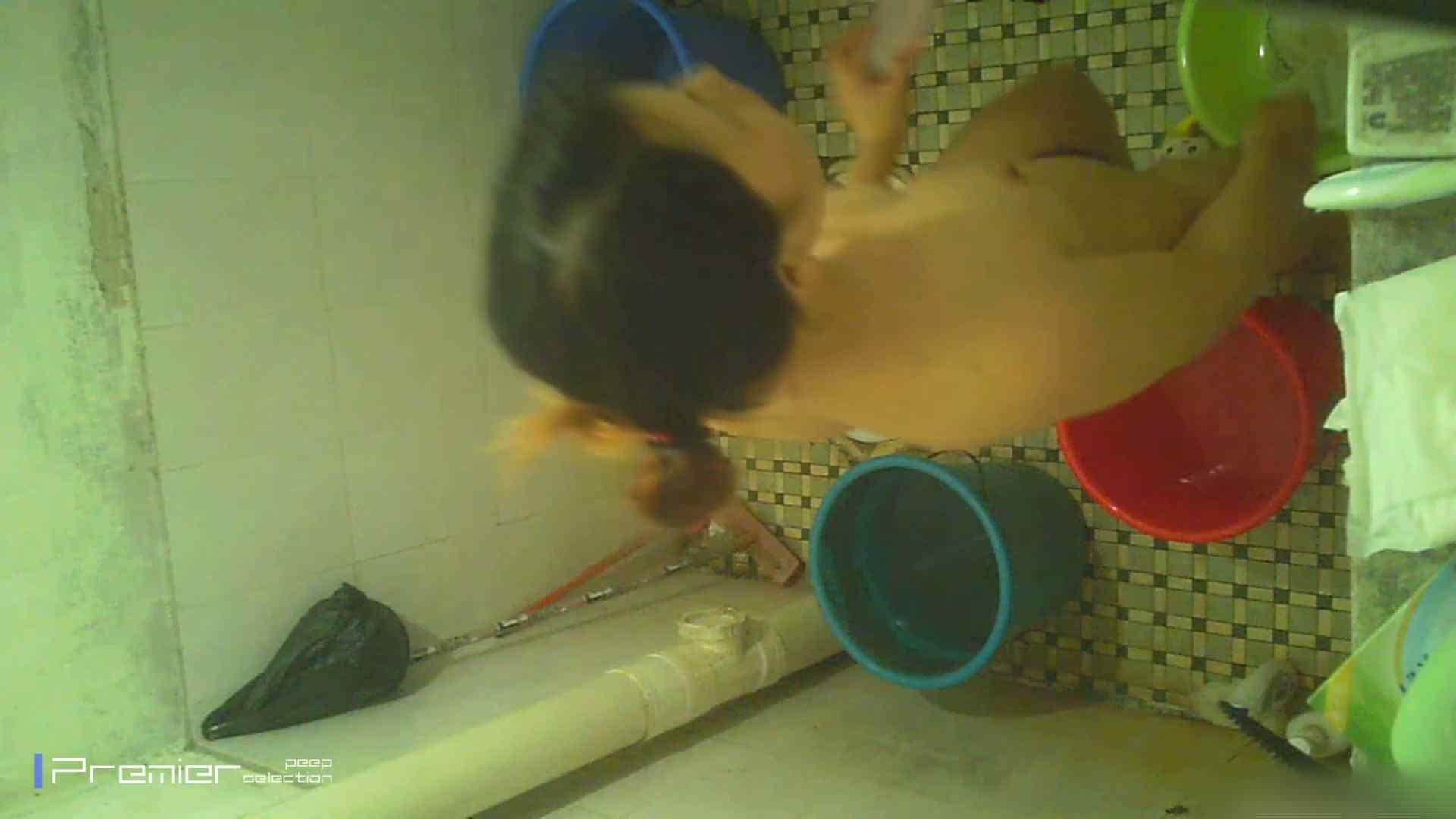 美女の痴態に密着!洗面所で入浴! チラ見せ オマンコ動画キャプチャ 90PIX 33