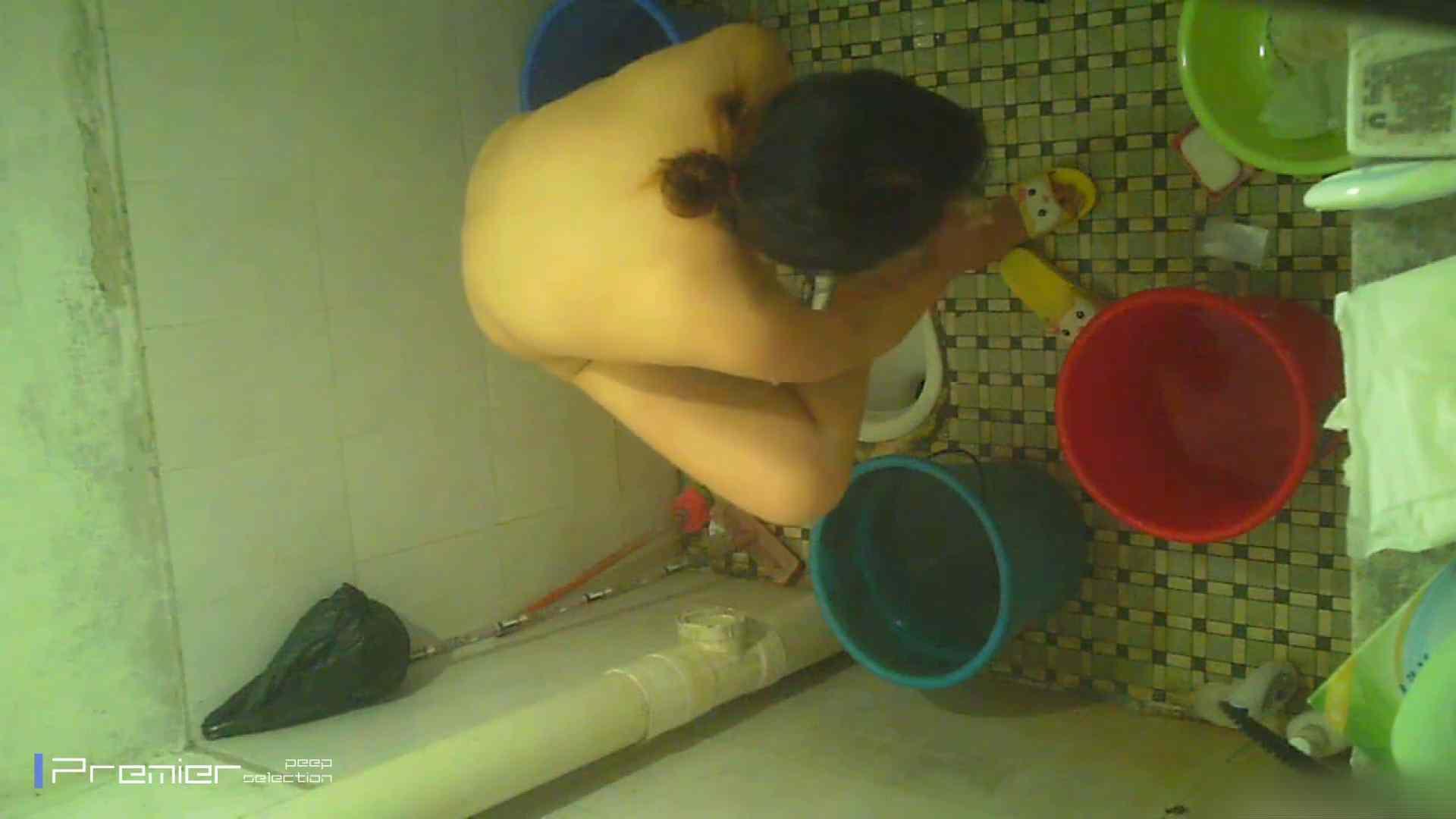 美女の痴態に密着!洗面所で入浴! 潜入  90PIX 35