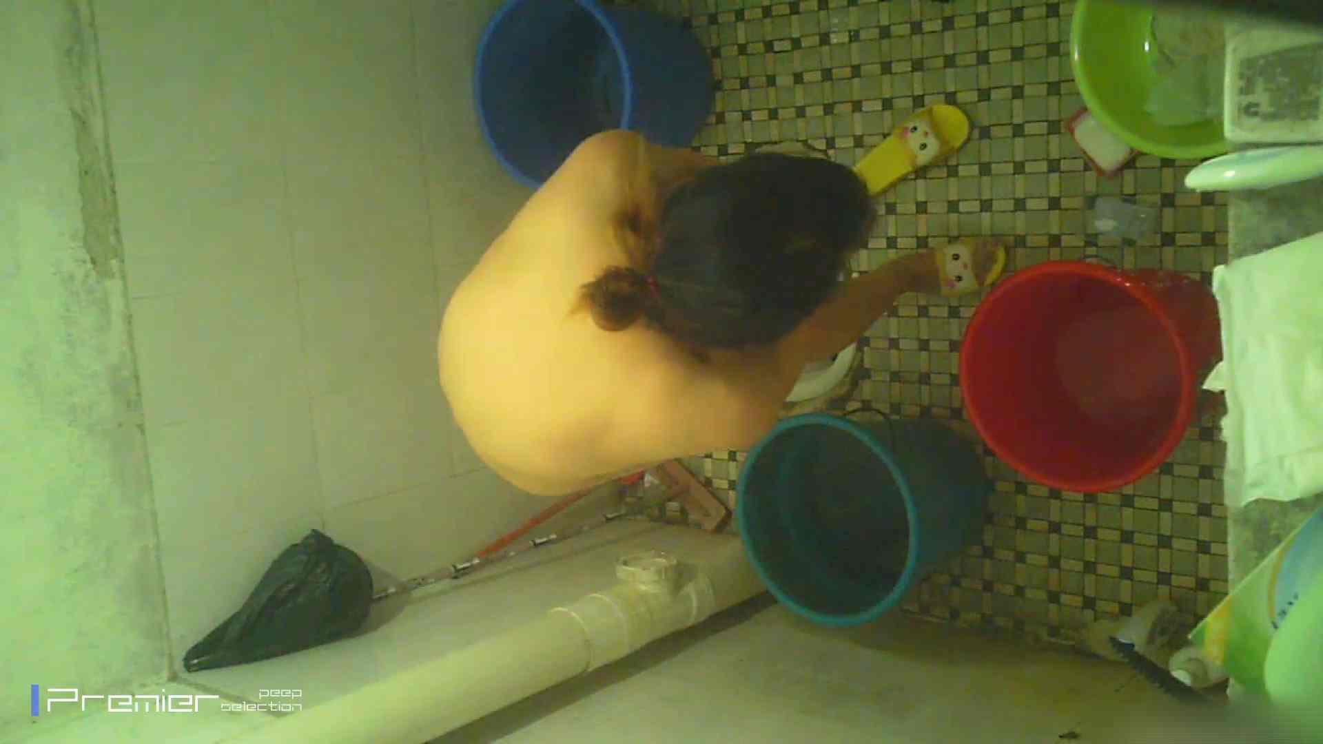 美女の痴態に密着!洗面所で入浴! 潜入  90PIX 42