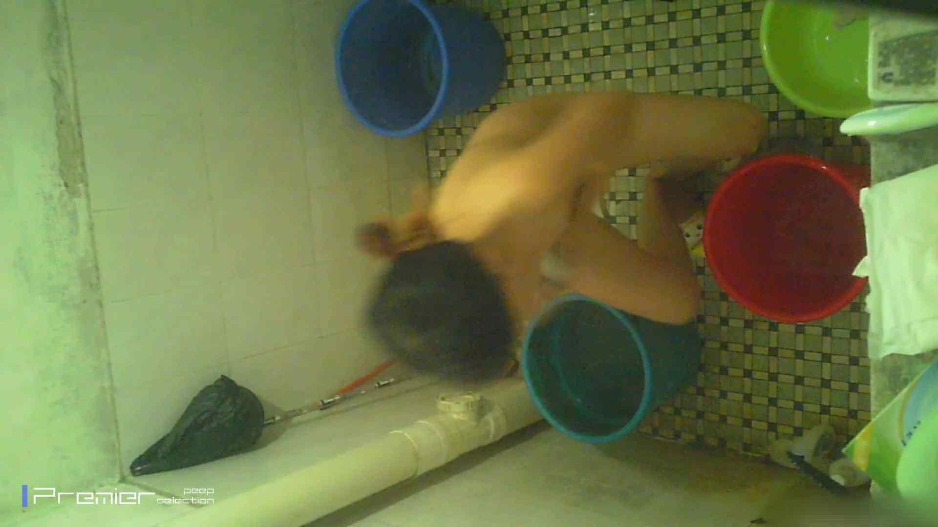 美女の痴態に密着!洗面所で入浴! 盗撮 戯れ無修正画像 90PIX 52