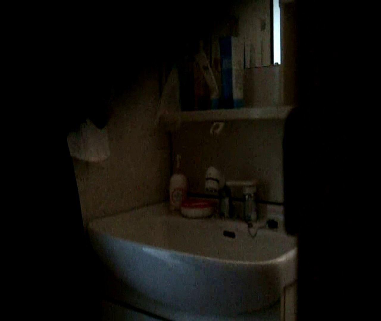 vol.5 まどかが帰宅後の洗顔後にブラを洗ってます。 OLのボディ  68PIX 2