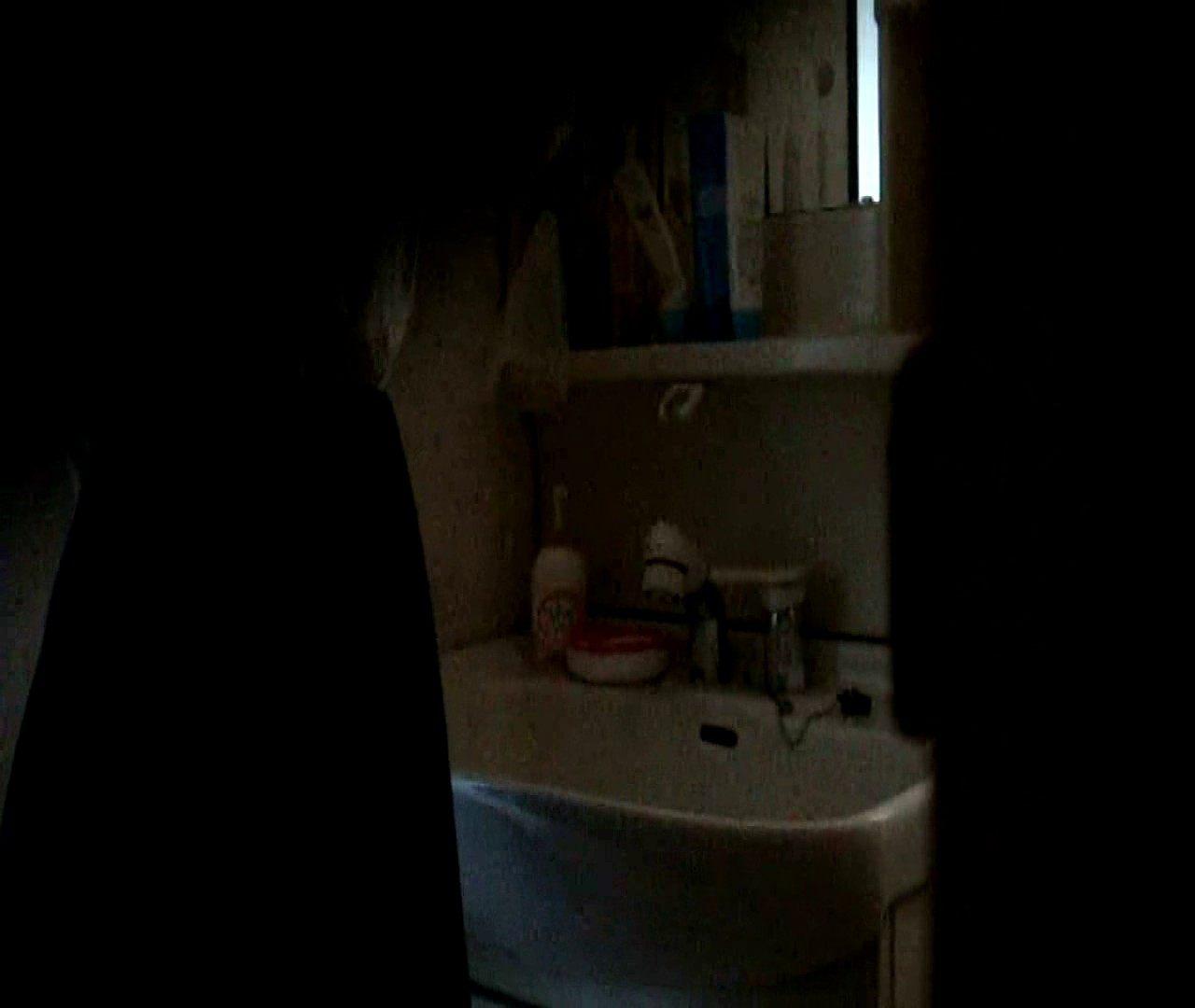 vol.5 まどかが帰宅後の洗顔後にブラを洗ってます。 OLのボディ  68PIX 4