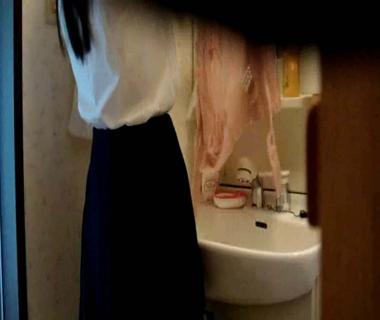 vol.5 まどかが帰宅後の洗顔後にブラを洗ってます。 OLのボディ   0  68PIX 9