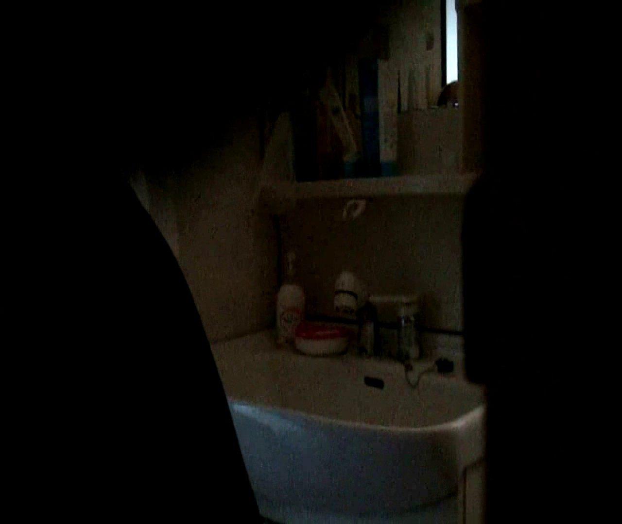 vol.5 まどかが帰宅後の洗顔後にブラを洗ってます。 OLのボディ  68PIX 10