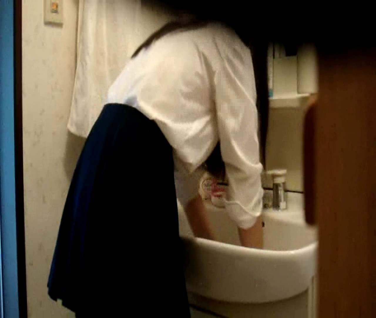 vol.5 まどかが帰宅後の洗顔後にブラを洗ってます。 OLのボディ   0  68PIX 13