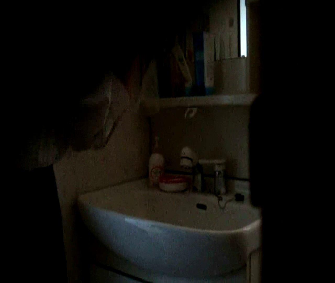 vol.5 まどかが帰宅後の洗顔後にブラを洗ってます。 OLのボディ   0  68PIX 17