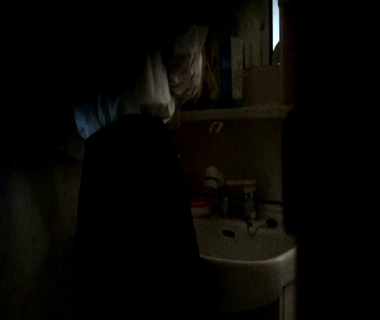 vol.5 まどかが帰宅後の洗顔後にブラを洗ってます。 OLのボディ  68PIX 18
