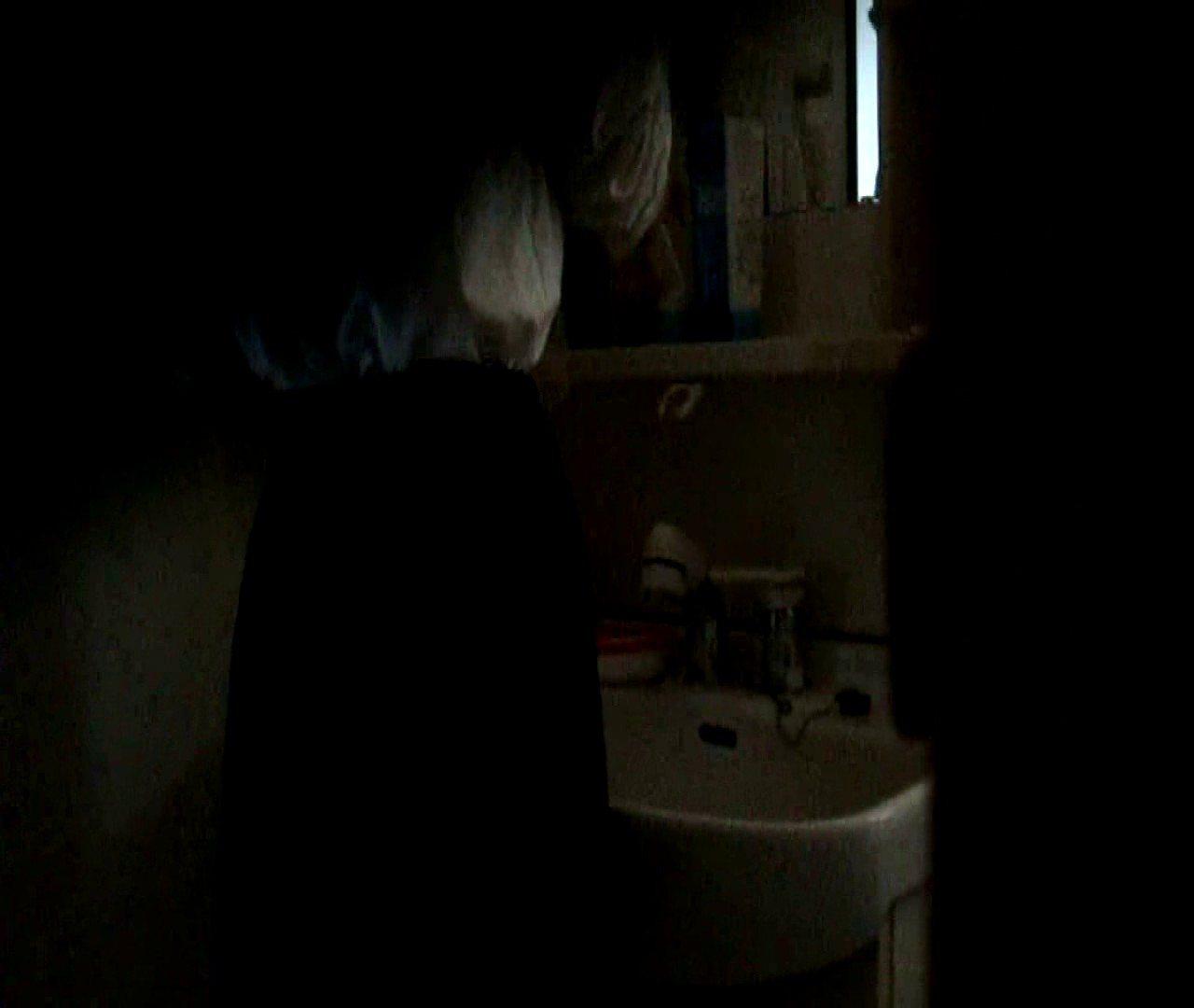 vol.5 まどかが帰宅後の洗顔後にブラを洗ってます。 OLのボディ  68PIX 20