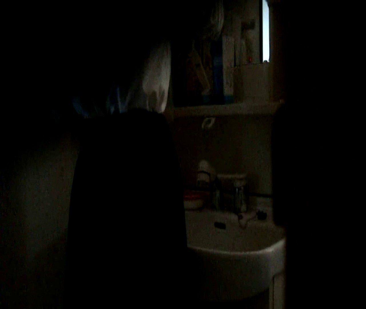 vol.5 まどかが帰宅後の洗顔後にブラを洗ってます。 OLのボディ   0  68PIX 21