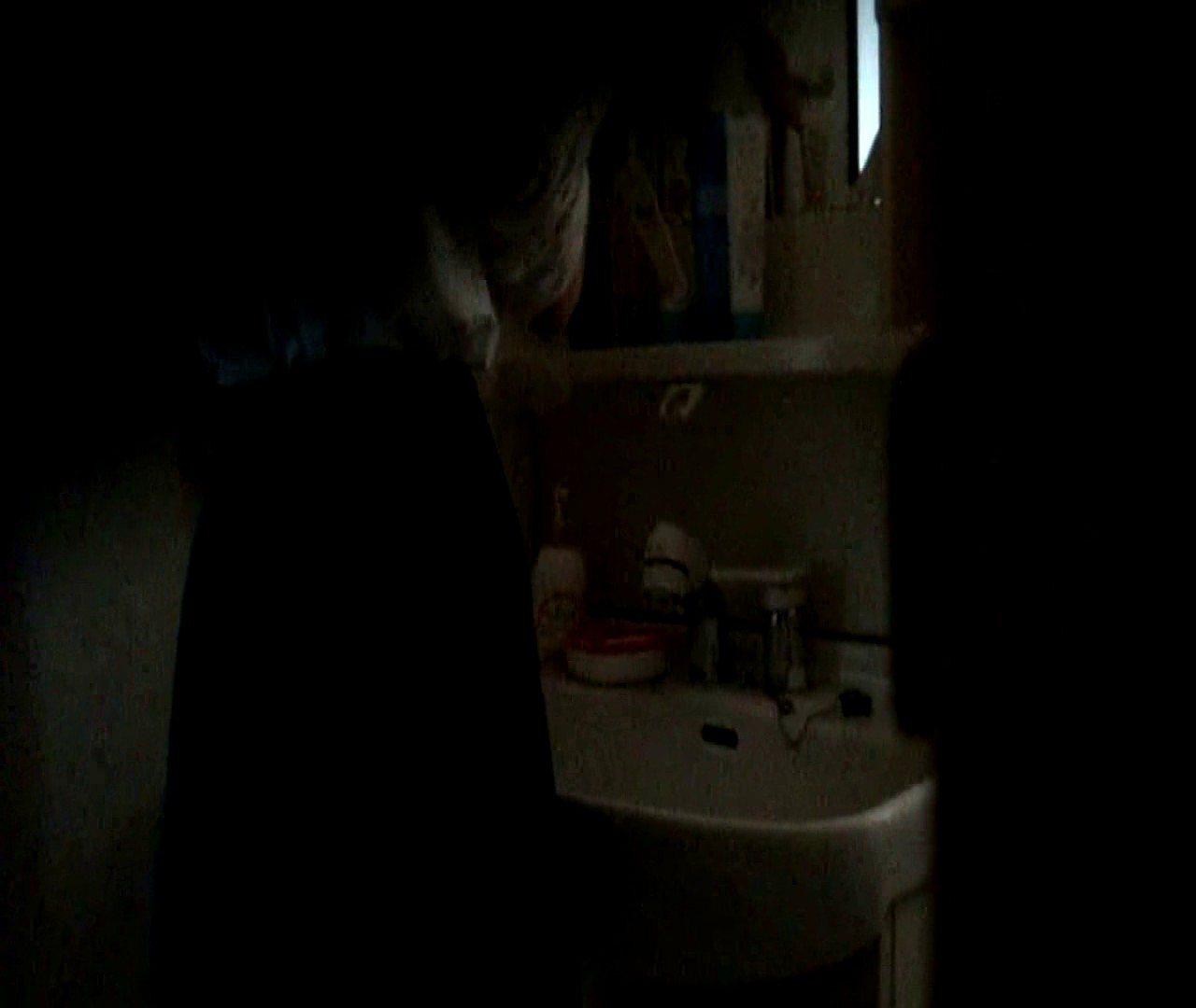vol.5 まどかが帰宅後の洗顔後にブラを洗ってます。 OLのボディ  68PIX 22