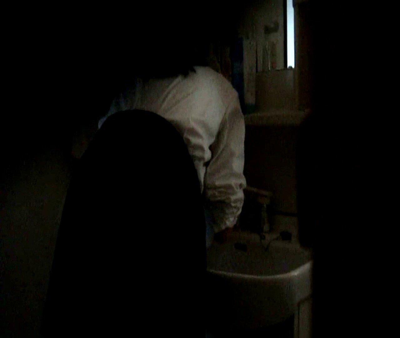 vol.5 まどかが帰宅後の洗顔後にブラを洗ってます。 OLのボディ  68PIX 26