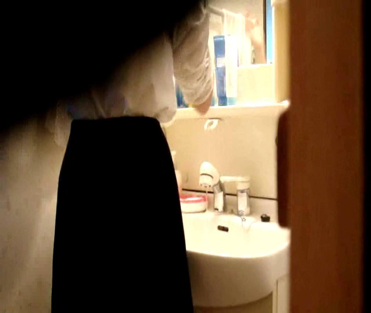 vol.5 まどかが帰宅後の洗顔後にブラを洗ってます。 OLのボディ   0  68PIX 37