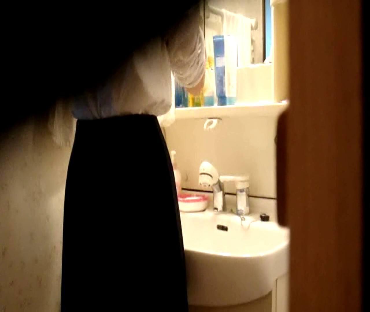 vol.5 まどかが帰宅後の洗顔後にブラを洗ってます。 OLのボディ  68PIX 38