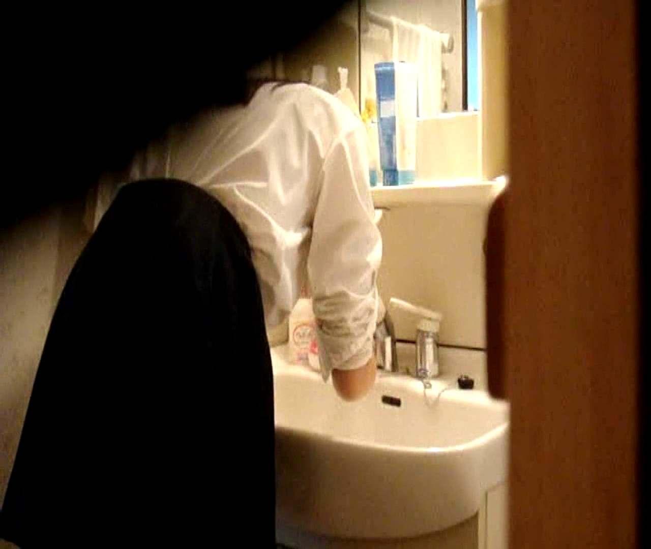 vol.5 まどかが帰宅後の洗顔後にブラを洗ってます。 OLのボディ   0  68PIX 41