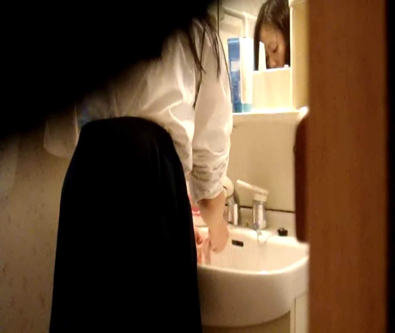 vol.5 まどかが帰宅後の洗顔後にブラを洗ってます。 OLのボディ  68PIX 48