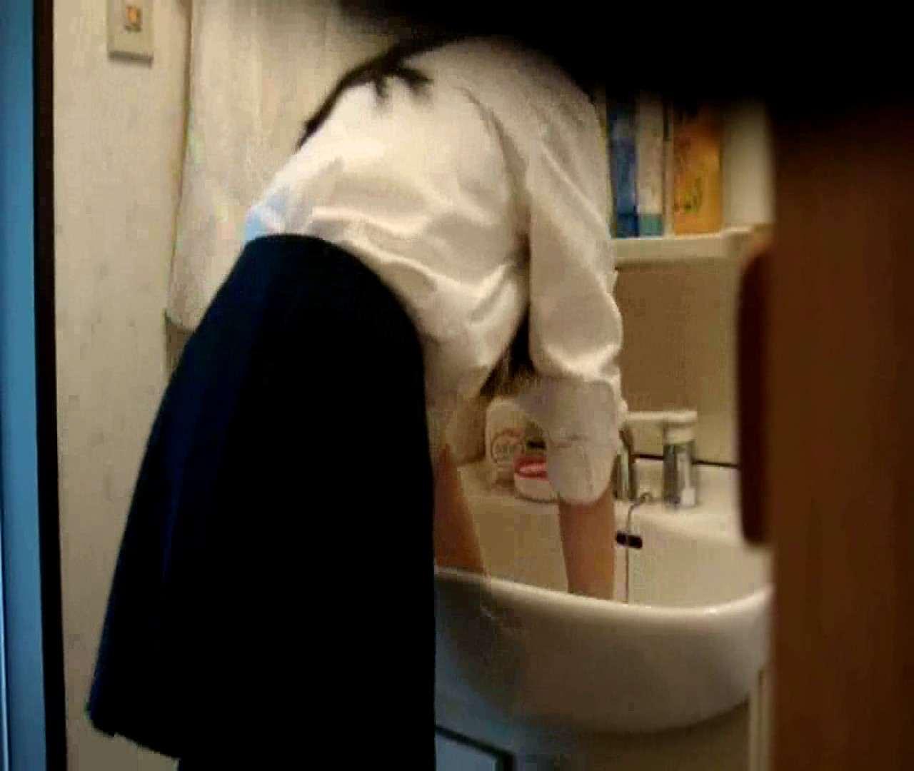 vol.5 まどかが帰宅後の洗顔後にブラを洗ってます。 OLのボディ  68PIX 52