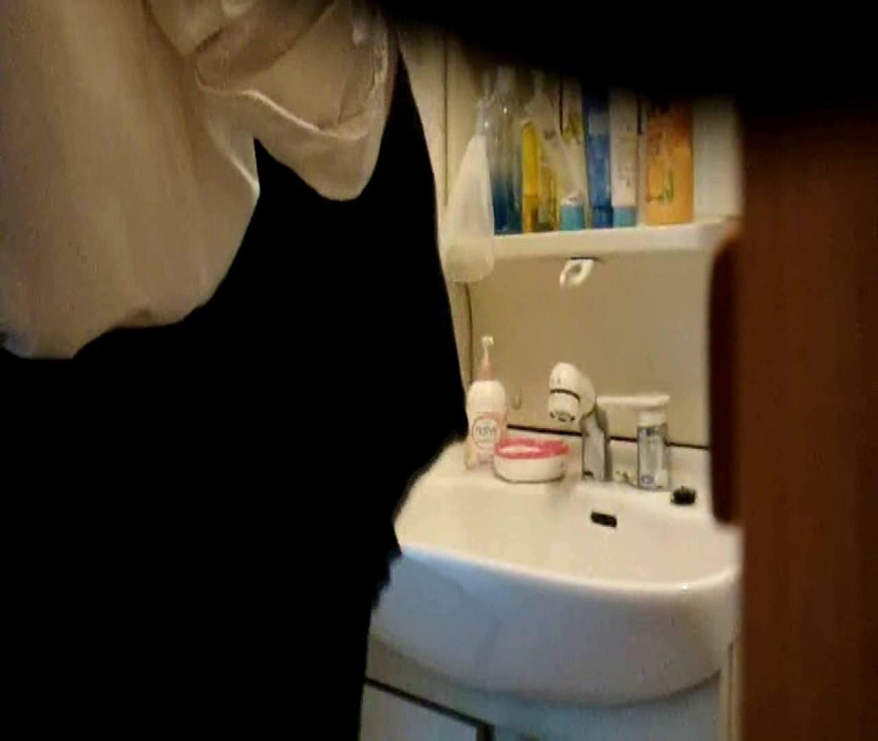 vol.5 まどかが帰宅後の洗顔後にブラを洗ってます。 OLのボディ   0  68PIX 57