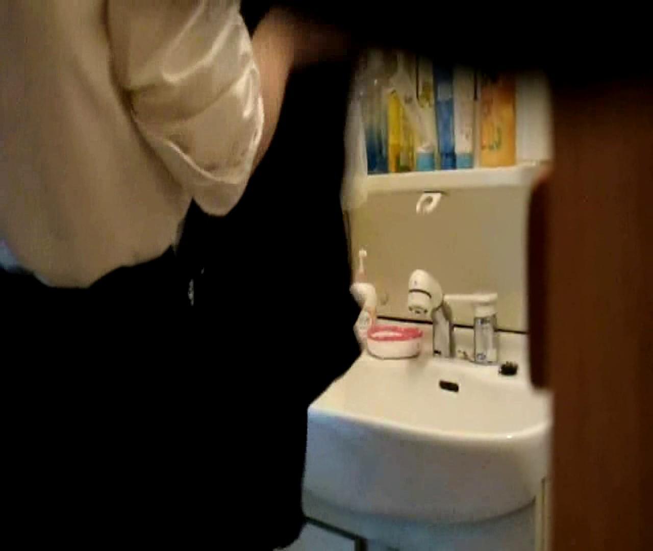vol.5 まどかが帰宅後の洗顔後にブラを洗ってます。 OLのボディ  68PIX 58