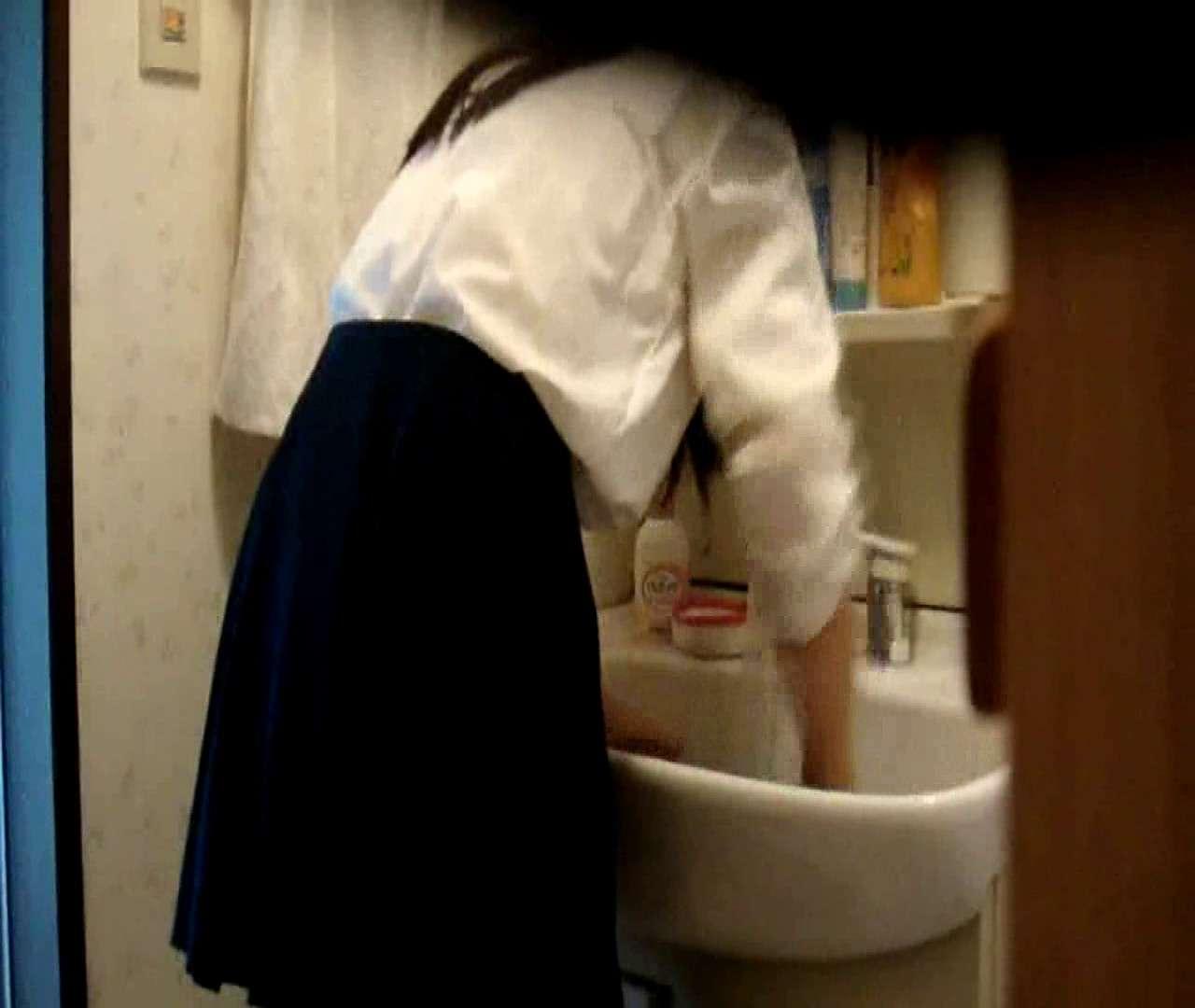 vol.5 まどかが帰宅後の洗顔後にブラを洗ってます。 OLのボディ  68PIX 60