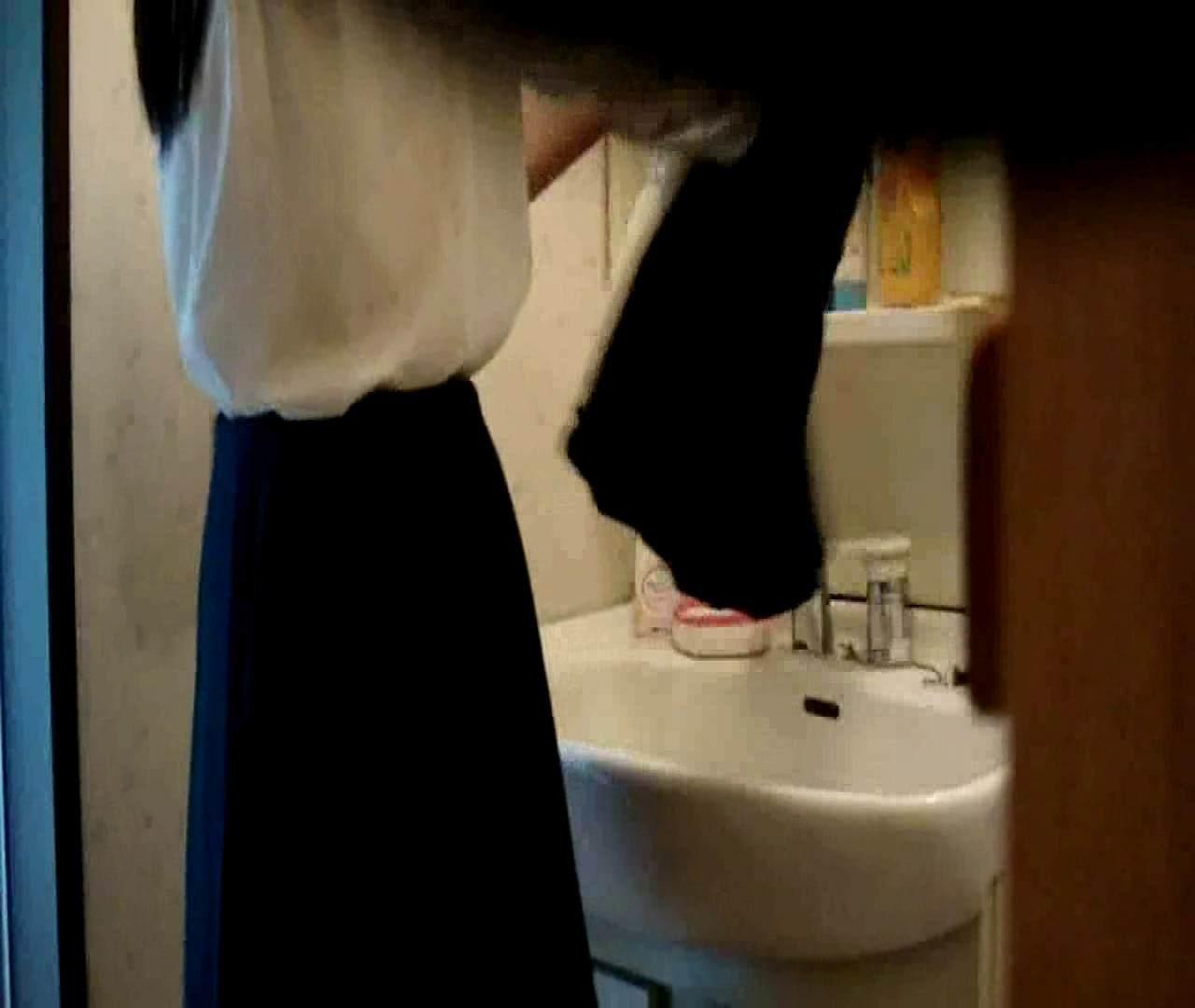 vol.5 まどかが帰宅後の洗顔後にブラを洗ってます。 OLのボディ   0  68PIX 65