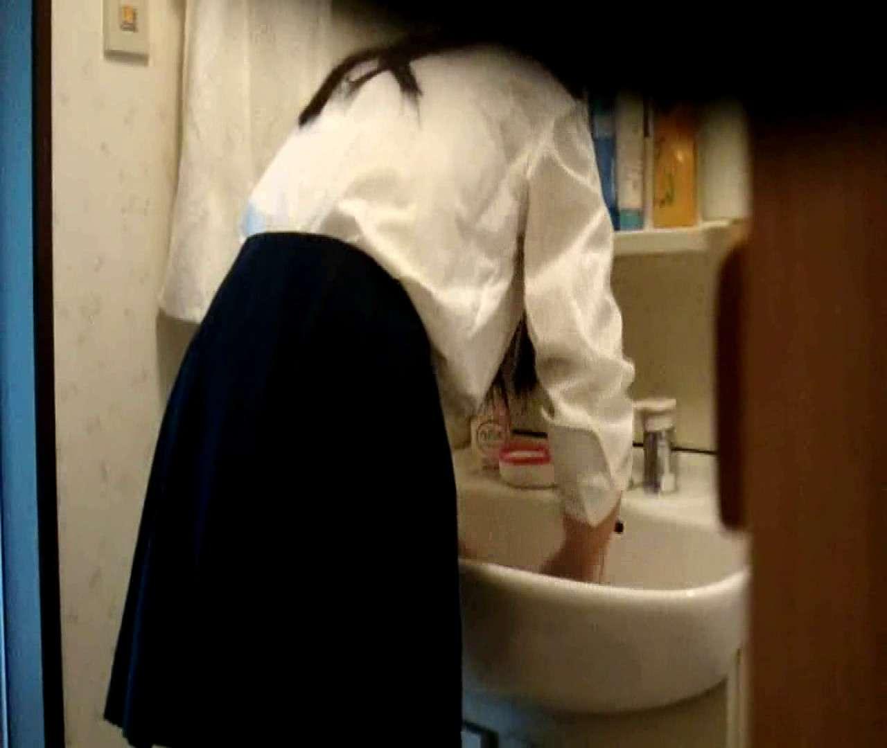 vol.5 まどかが帰宅後の洗顔後にブラを洗ってます。 OLのボディ  68PIX 68