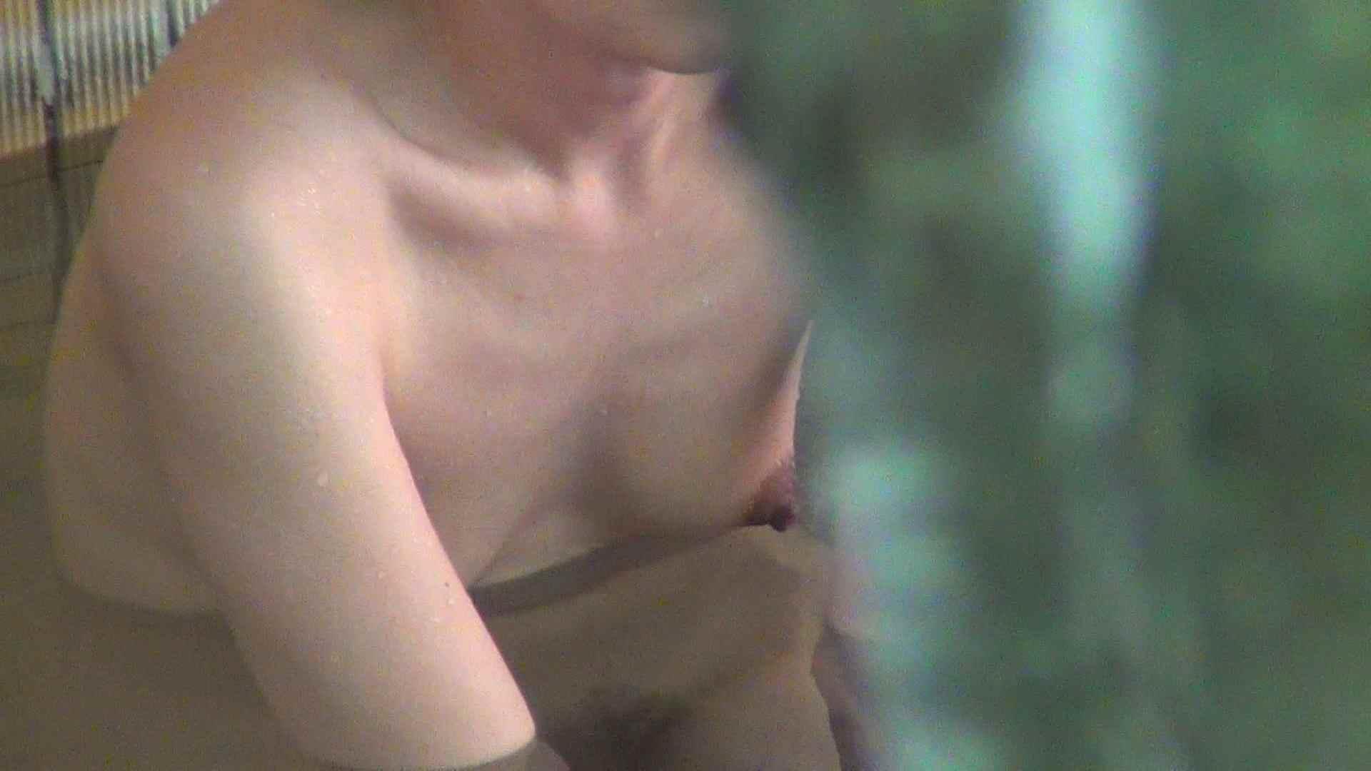Vol.76 吸われ続けた乳首に年齢を感じますが、引き締まった身体 OLのボディ   露天  94PIX 85