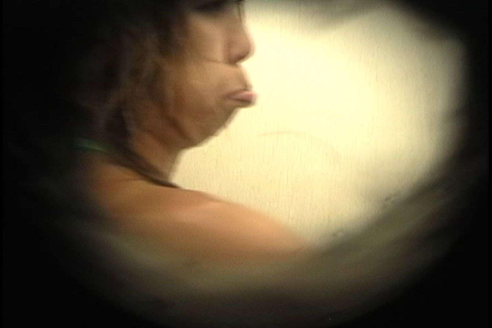 No.26 腰にタトゥー、バックスジマン発見! 乙女のボディ   シャワー  92PIX 52