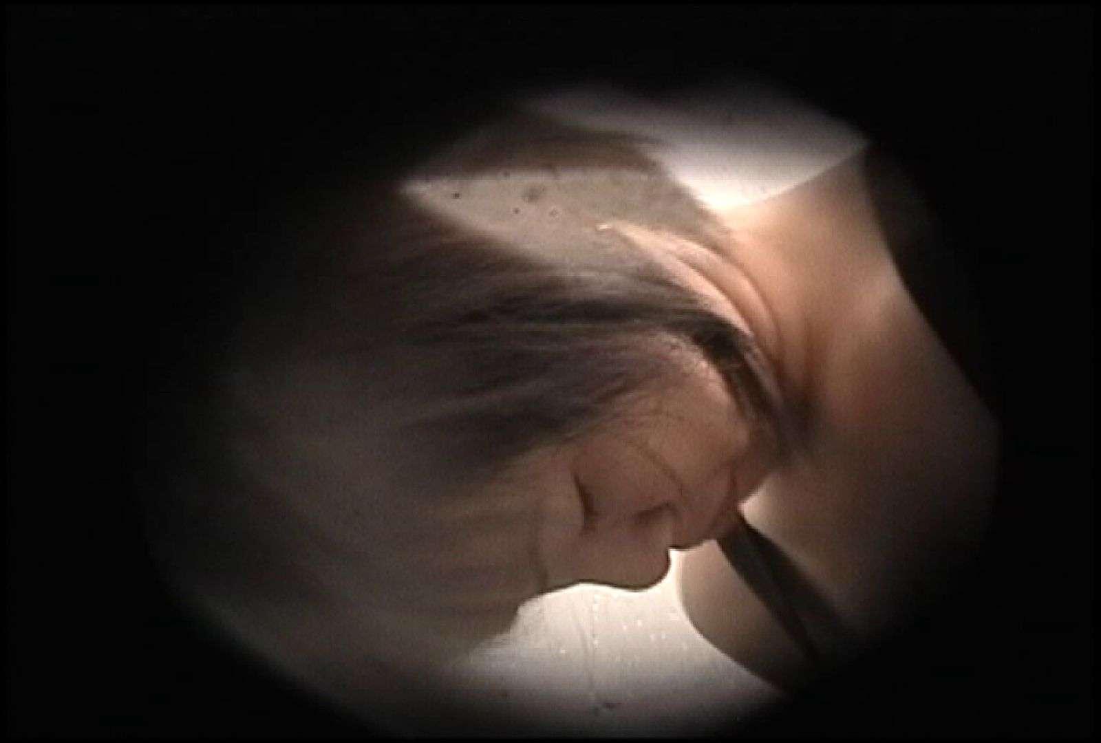No.131 柔らかいおっぱいをブラに収める仕草 おっぱい エロ画像 68PIX 67